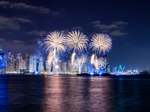 fireworks-beach-dubai-during-shopping-festival